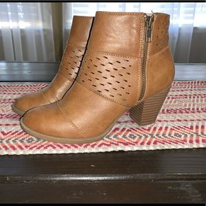 Report booties size 7